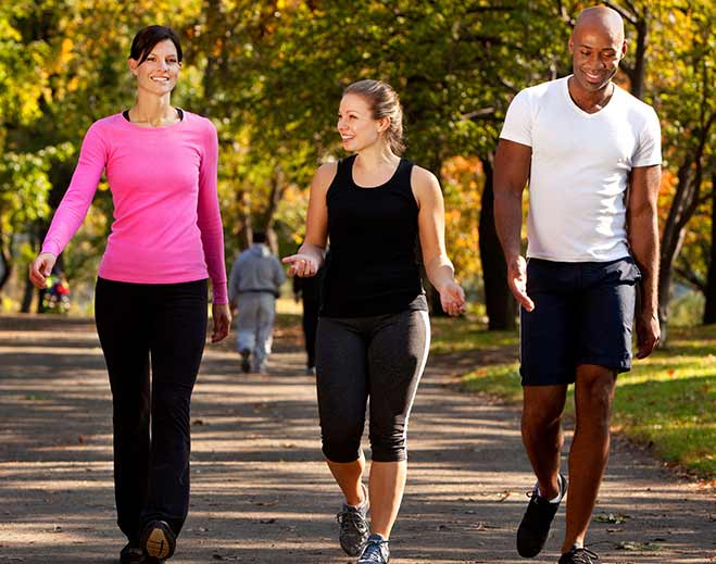 lifestyle-group-walking-women-men